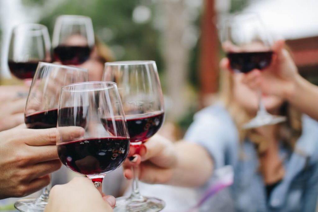 cheers wine-1050x700