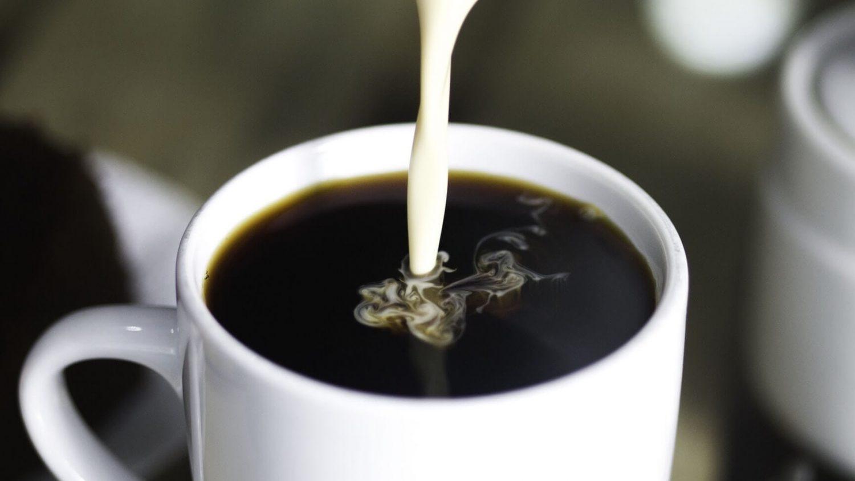 coffee pour milk