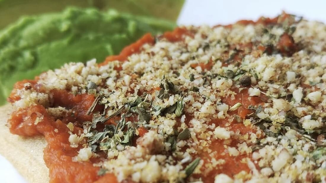 Vegan parmesan pizza
