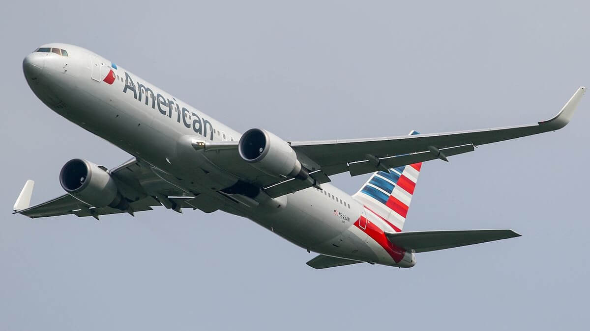 American Airlines Ditches Plastic Straws and Stirrers