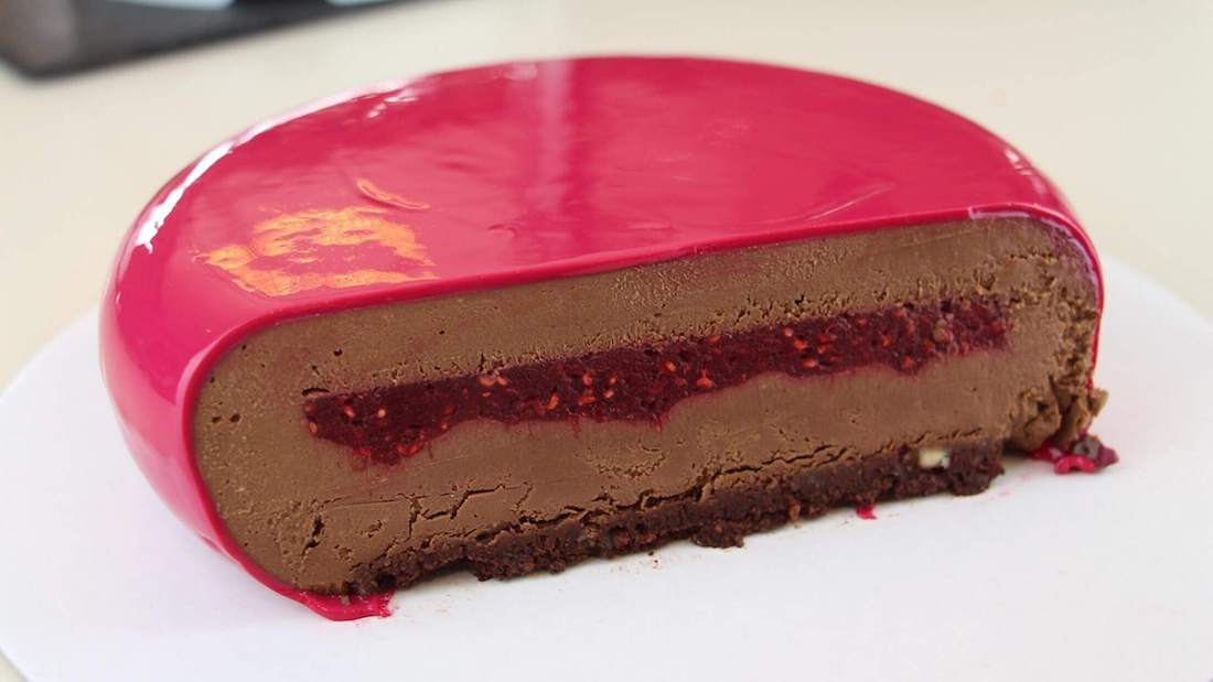 Raspberry vegan mousse cake