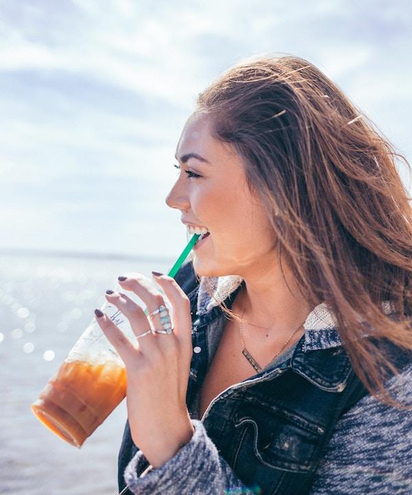 girl drinking starbucks