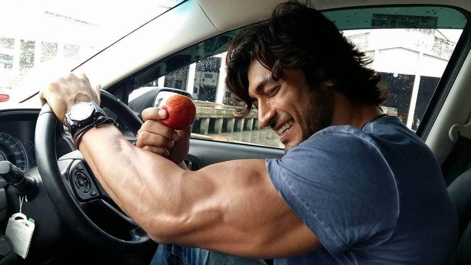 Indian Actor Vidyut Jammwal Says A Vegan Diet Keeps Him Fit Livekindly