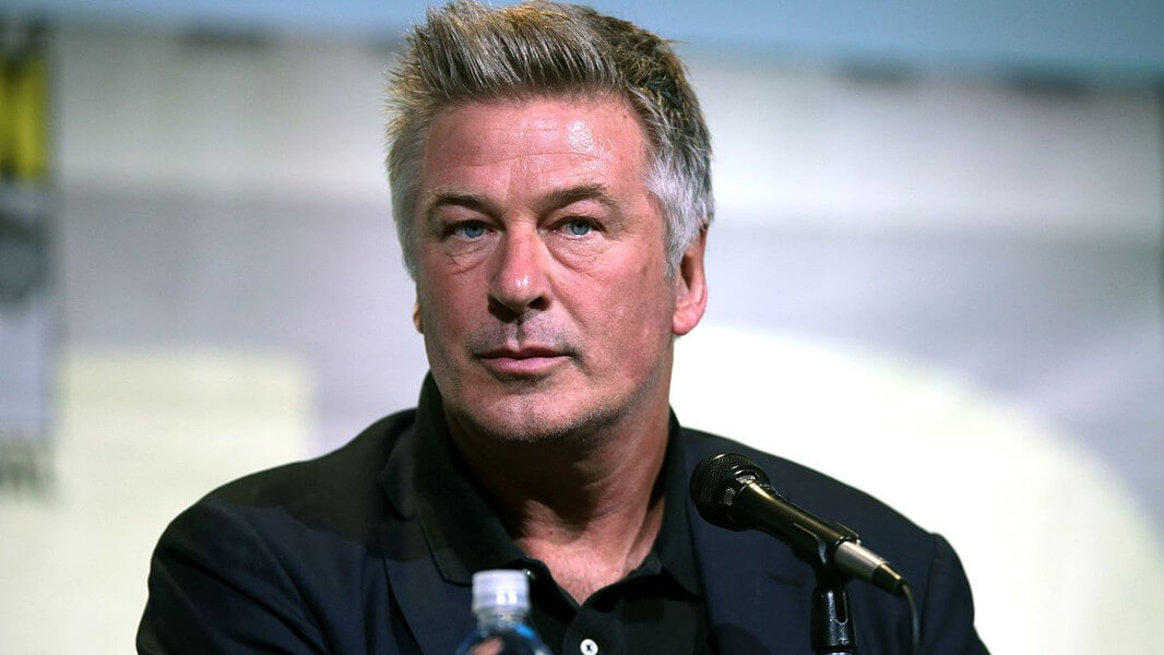 Vegan Actor Alec Baldwin Urges Long Island Town to Block 'Sleazy' SeaQuest Aquarium From Opening