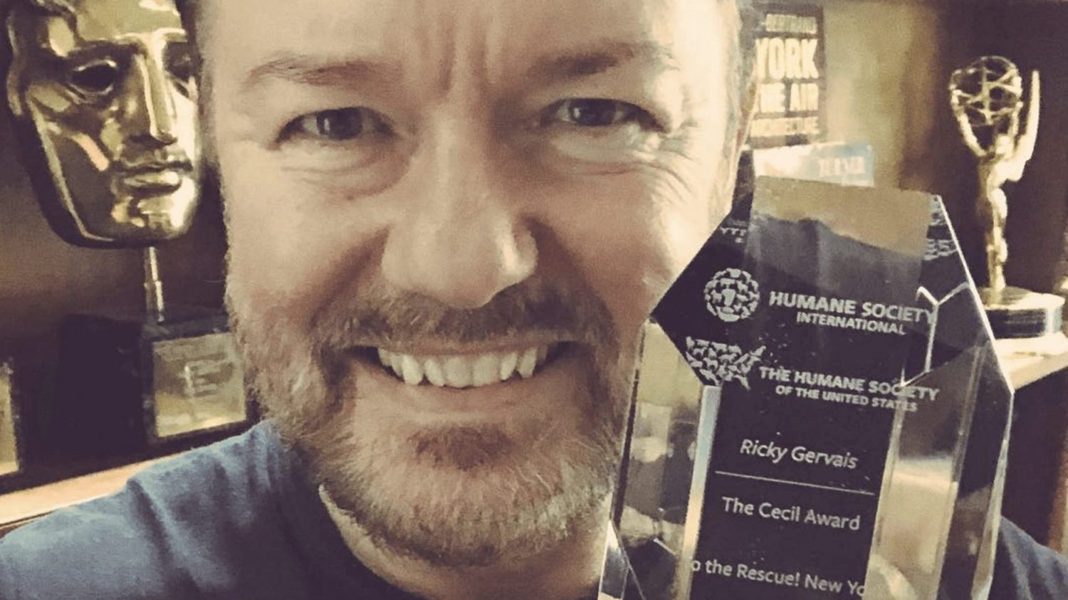 Vegetarian Actor Ricky Gervais Receives the Humane Society International Cecil Award for Standing Up to Trophy Hunting