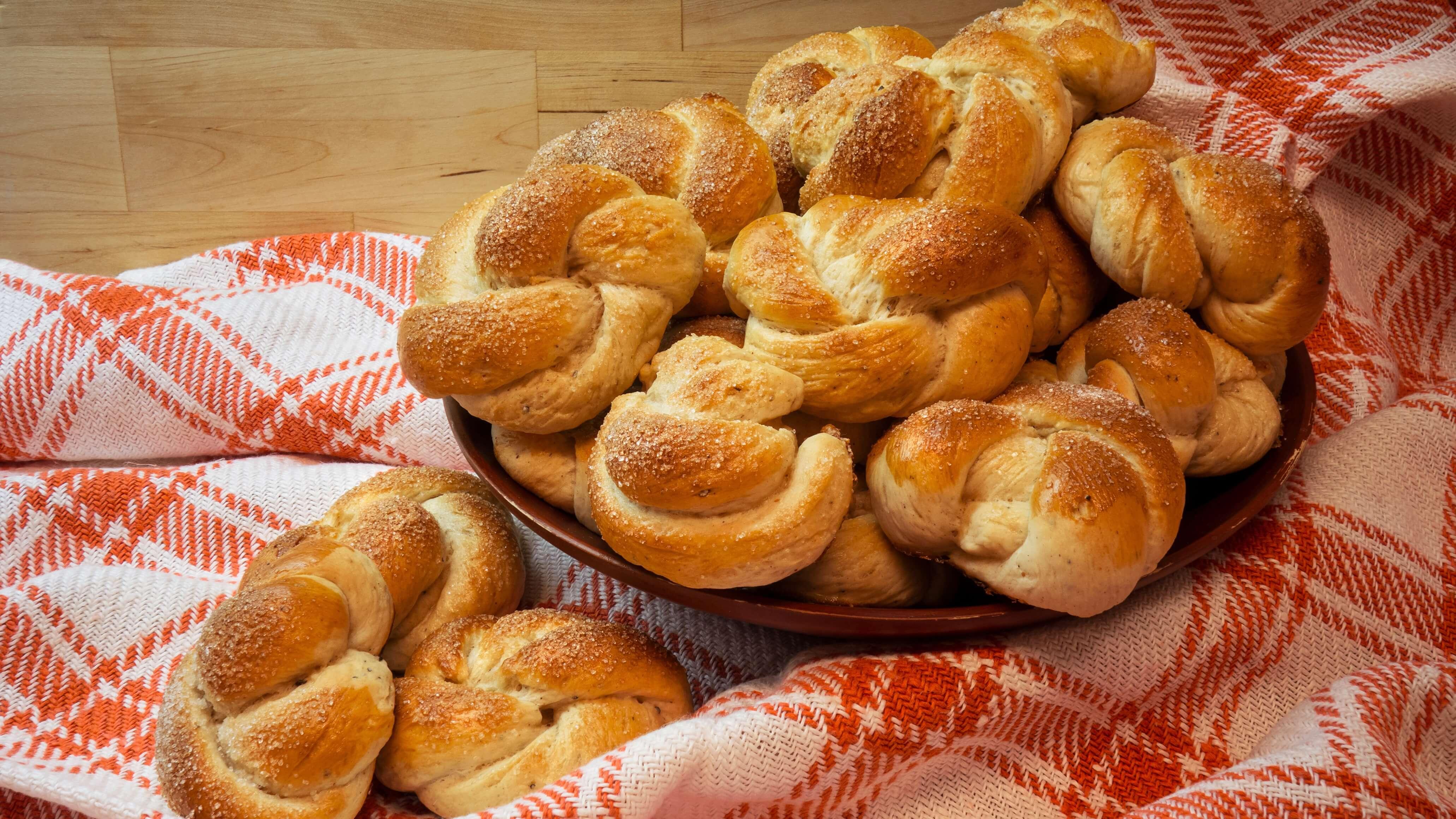 Easy Norwegian Baked Vegan Cardamom Buns