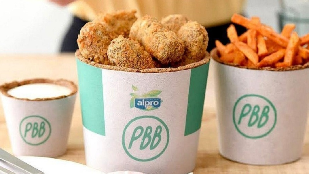 Vegan 'Fried Chicken' Buckets With Edible Packaging Arrive in the UK