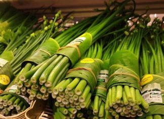 Banana Leaves Are Replacing Plastic Wrap in Thailand