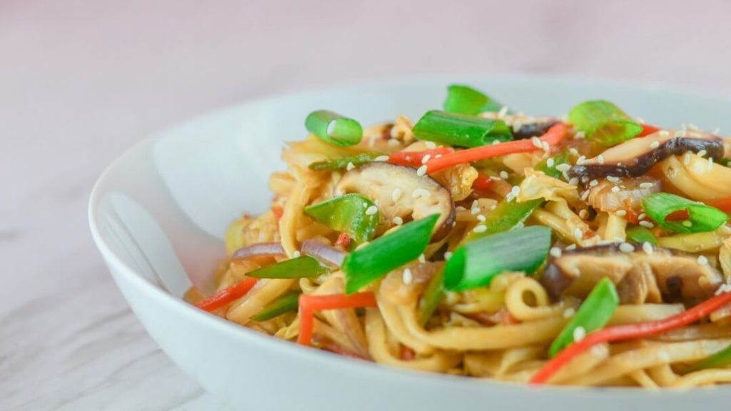 This Vegan Lo Mein Tastes Just Like Your Favorite Take-Out