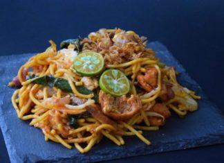 Malaysian Style Vegan Mamak-Style Fried Noodles