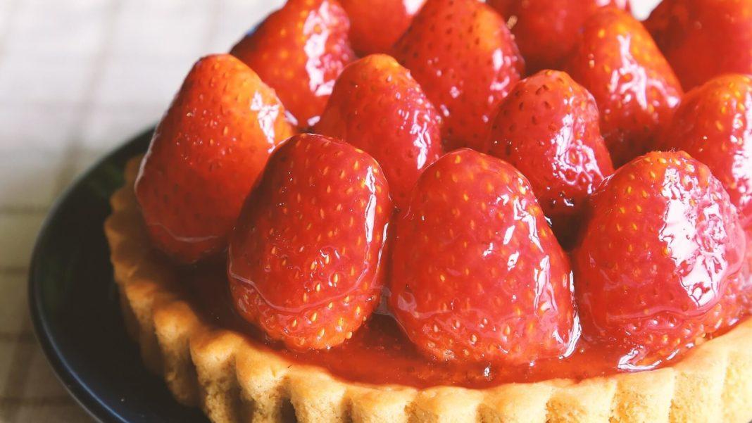 Vegan White Chocolate Mousse Tarts With Strawberries