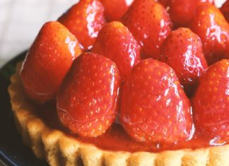 Vegan White Chocolate Mousse Tarts With Strawberries