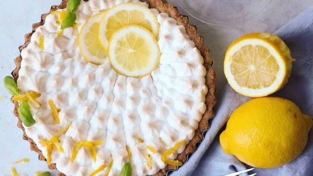 Fluffy Aquafaba Vegan Lemon Meringue Pie