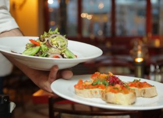 This Iconic New York Restaurant Is Reopening 100% Vegan