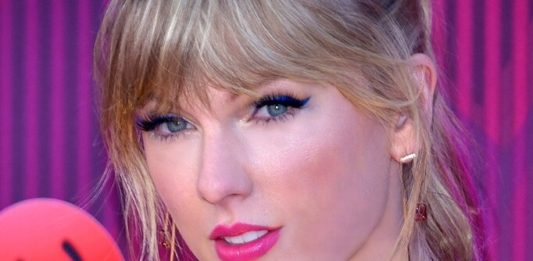 Taylor Swift Cancels Melbourne Cup Show Amid Animal Cruelty Outcry