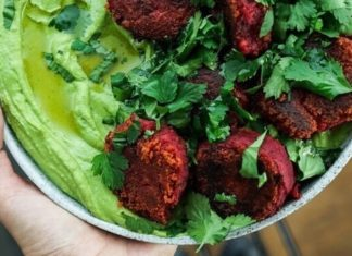 Crispy Vegan Beetroot and Chickpea Falafels With Spinach Hummus