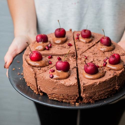 Easy Vegan No-Bake Chocolate Cherry Torte