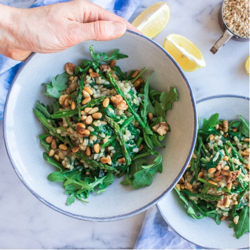 Make This Creamy Vegan Asparagus and Spinach Risotto With Walnuts