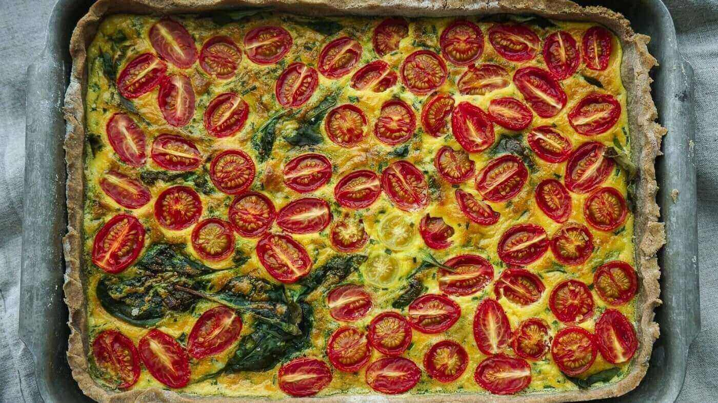 Warm and Hearty Vegan Tomato and Spinach Pie