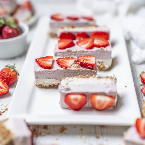 No-Bake Vegan Strawberry Cream Mini-Cakes