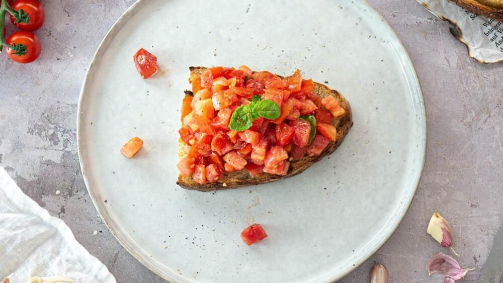 Classic Italian-Style Vegan Bruschetta With Tomatoes and Garlic