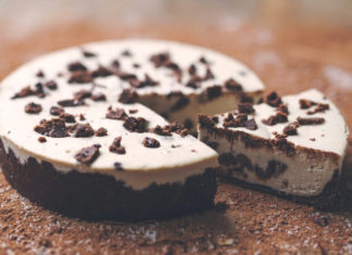 No-Bake Vegan Cookies and Cream Cheesecake