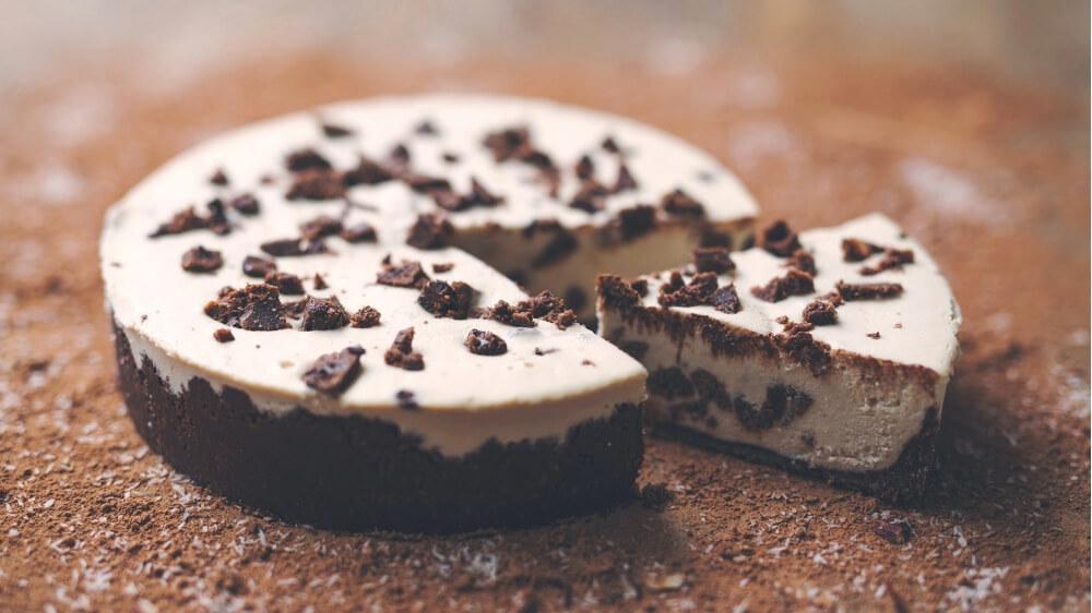 No-Bake Vegan Cookies and Cream Cheesecake