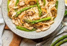 Vegan Pasta In a Creamy Cashew Sauce With Mushrooms and Asparagus Sauce