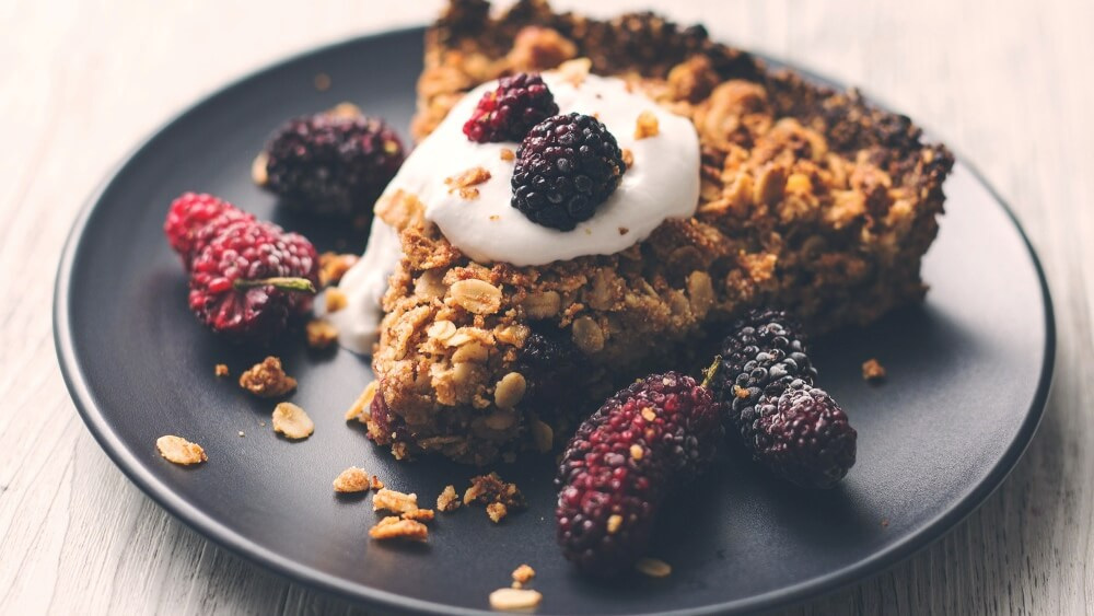 Enjoy a Slice of This Vegan Oat and Blackberry Crumble Pie