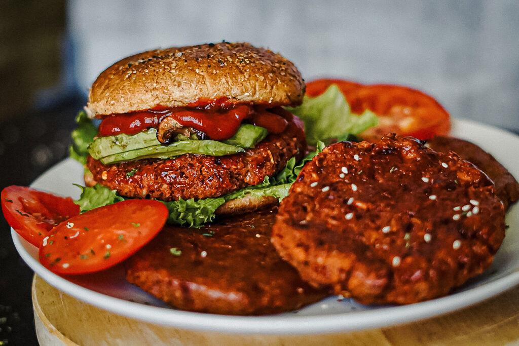 如何在4分钟或4小时内制作无肉汉堡!