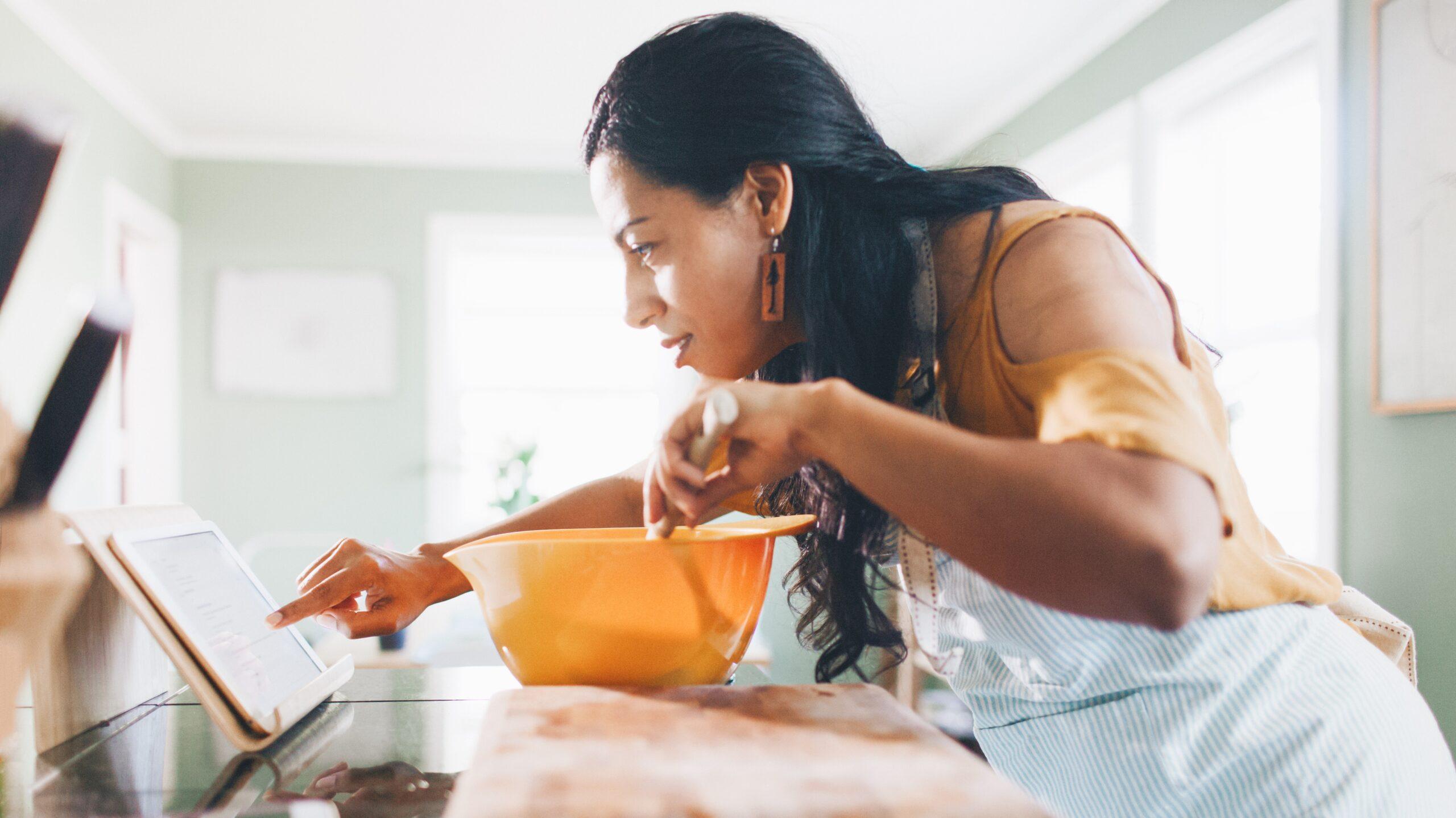 在线烹饪课程带全球烹饪家庭