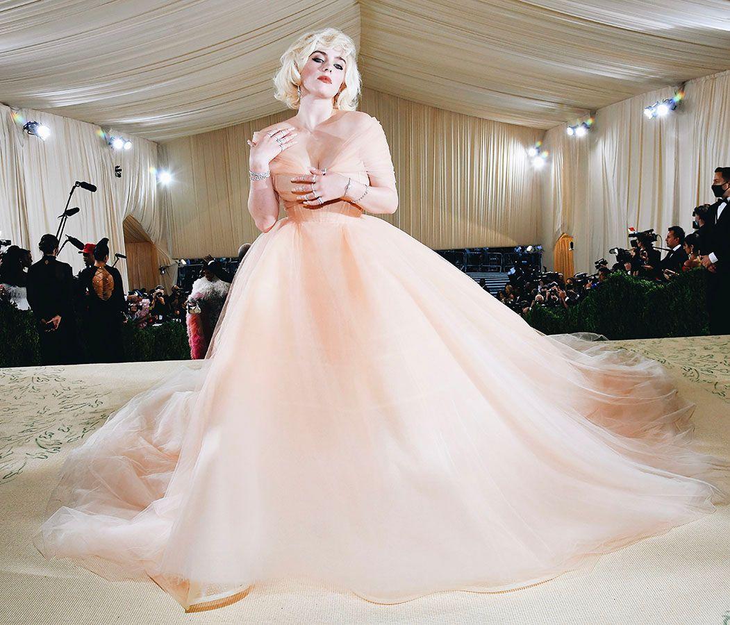 Billie Eilish's Oscar de la Renta Gown